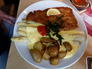 16.05.2016 13:35 | German Asparagus with Schnitzel, Trotzenburg Brewery, Rostock